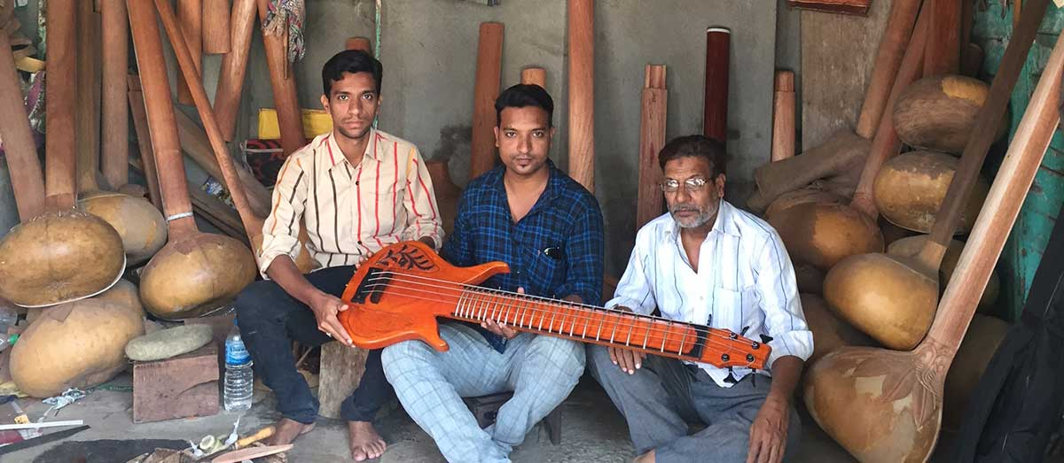 Shabbuddin Sitarmaker with his sons Kayyum and Wahid, Current generation of K S Sitarmaker, Miraj